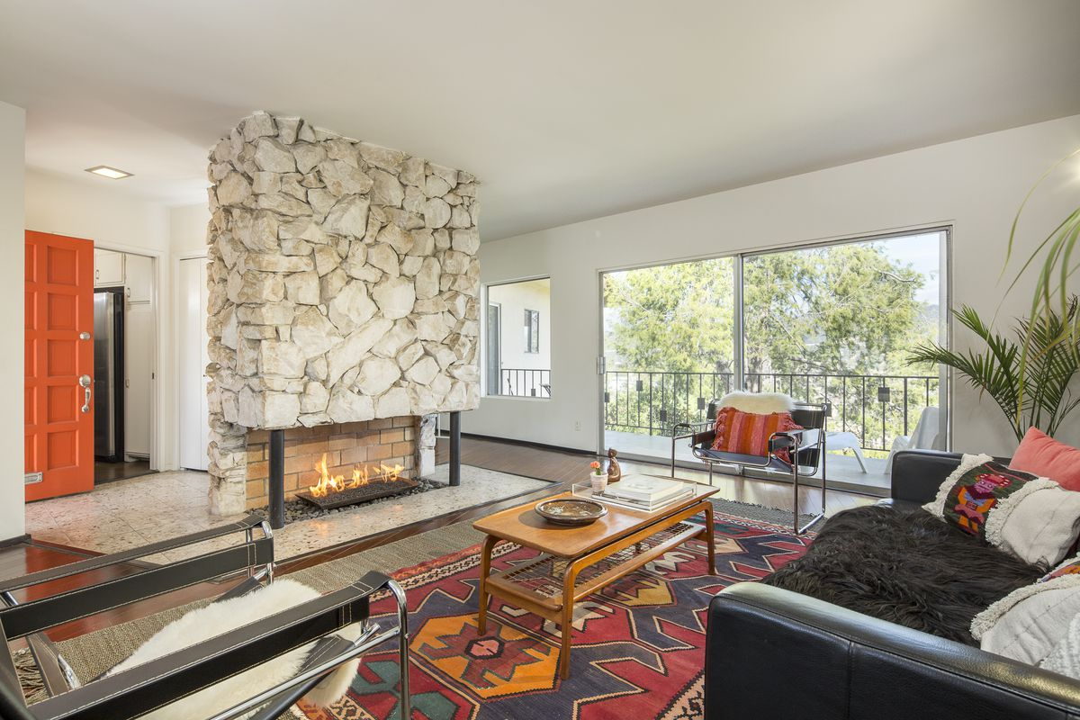 How can you have a mid century modern living - Mid century interior design ...