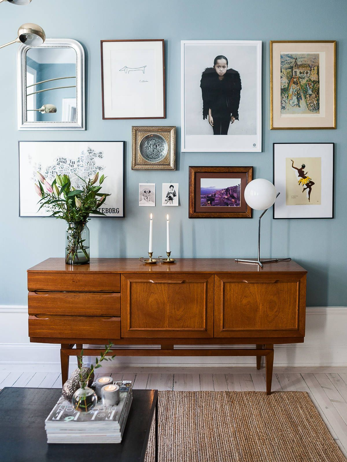 In other cases the wooden console or a sofa and the mirror will highlight the space even the wall of the entryway is in the color white
