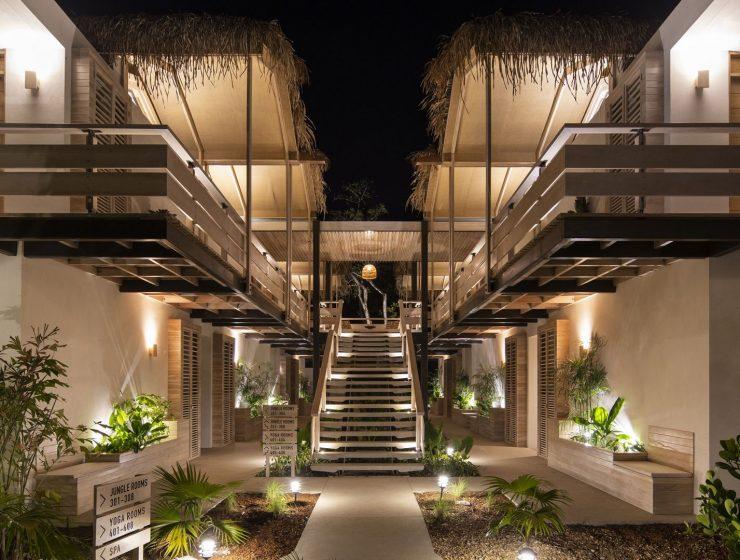 the iguana hotel night
