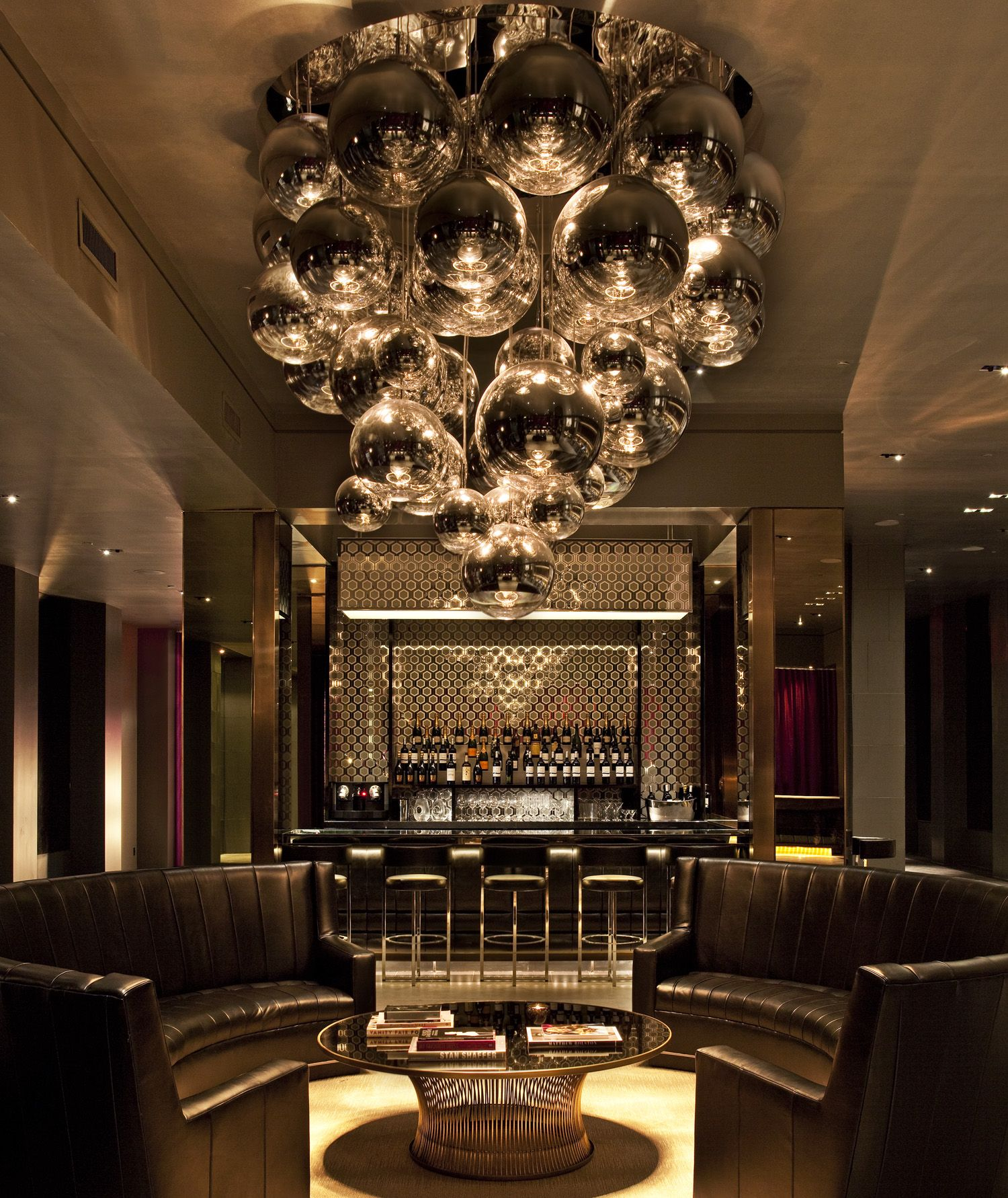 This Hotel Lobby Design Has A Clic Décor Ideas That Really Adapts To The Vibrant City Of New York From Moment You Enter Feel